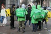 Власти Москвы распорядились привить в городе 60% доставщиков еды — Капитал