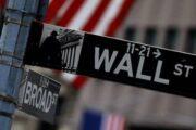 Понедельник стал «черным» днем для акций, облигаций и цен на нефть