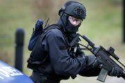 В Германии вооруженный человек взял в заложники троих пассажиров автобуса